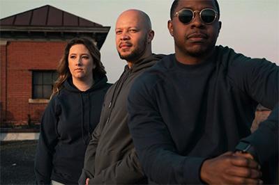 models wearing Gettees hoodies